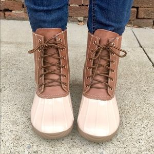 Shoes - 🍁 Beige & Brown Lace Up Duck Boots